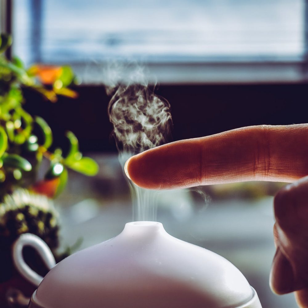 5 Benefits of Diffusing Essential Oils