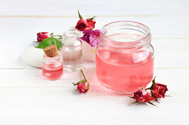 10 Health Benefits of Rose Water