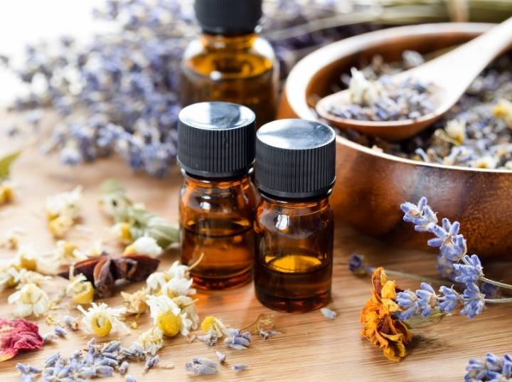 Best Essential Oils for dry skin and aging skin